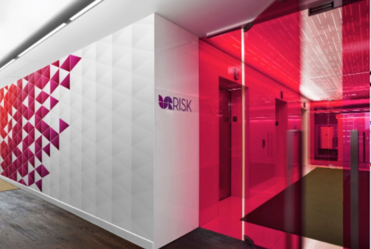Diseño de Branding para UR Risk, creación de imagen e identidad de marca.